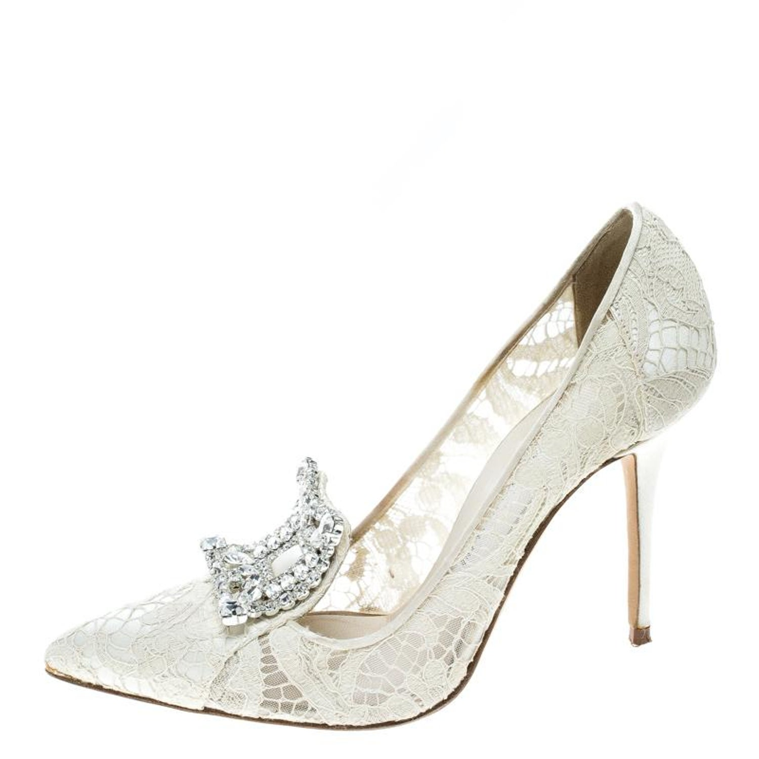 3625f2b2214f Manolo Blahnik Off White Lace and Satin Borlak Crystal Embellished Pumps  Size 36 For Sale at 1stdibs
