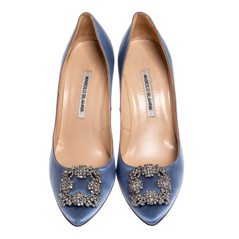 Walk with grace and confidence in these pumps by Manolo Blahnik. Styled in a pale blue shade, with dazzling embellishments on the pointed toes, and leather insoles to provide comfort, these luxurious satin pumps will never fail to lift your outfits.