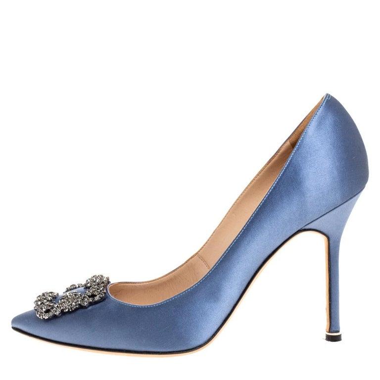 Manolo Blahnik Pale Blue Satin Hangisi Embellished Pointed Toe Pumps Size 40.5 For Sale 2