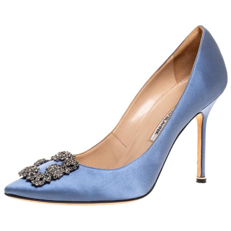 Manolo Blahnik Pale Blue Satin Hangisi Embellished Pointed Toe Pumps Size 40.5 For Sale
