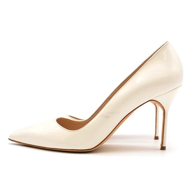 Manolo Blahnik Patent Leather Cream Pointed Toe Pumps 39.5 For Sale 1