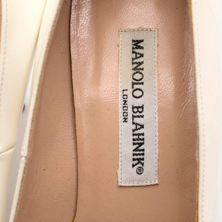 Manolo Blahnik Patent Leather Cream Pointed Toe Pumps 39.5 For Sale 2