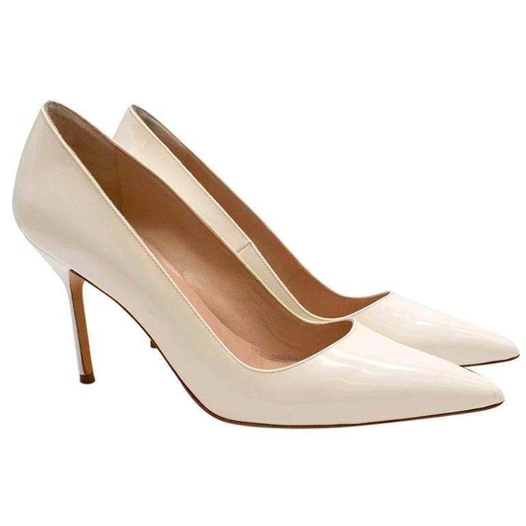 Manolo Blahnik Patent Leather Cream Pointed Toe Pumps 39.5 For Sale