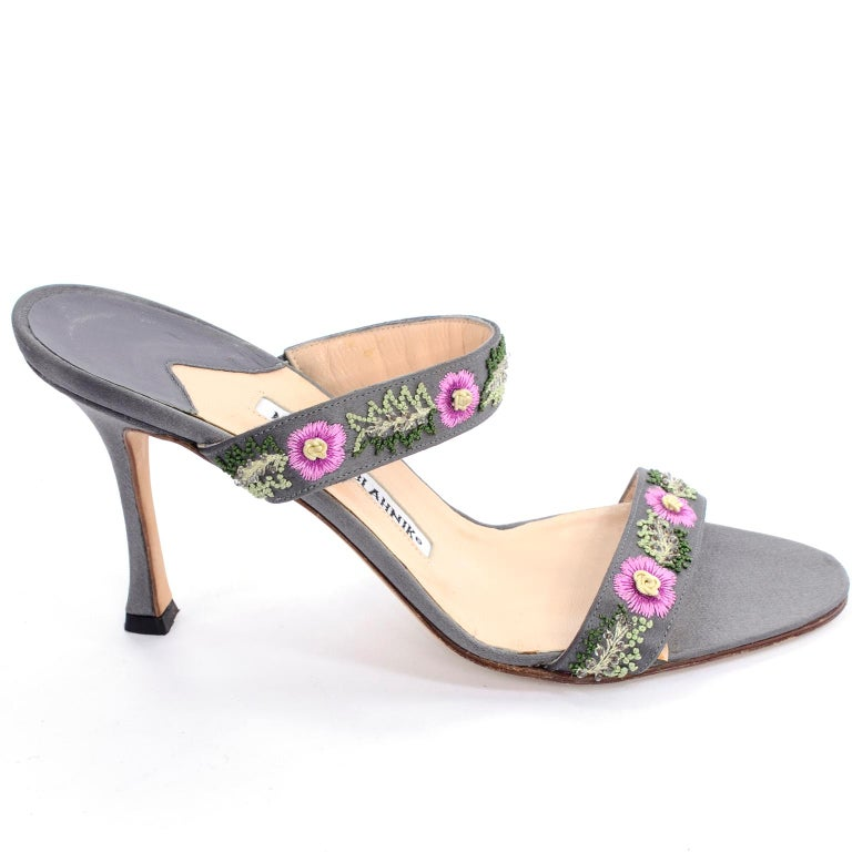 Manolo Blahnik Vintage Open Toe Beaded Slide Sandals W Pink Embroidered Flowers  For Sale 1