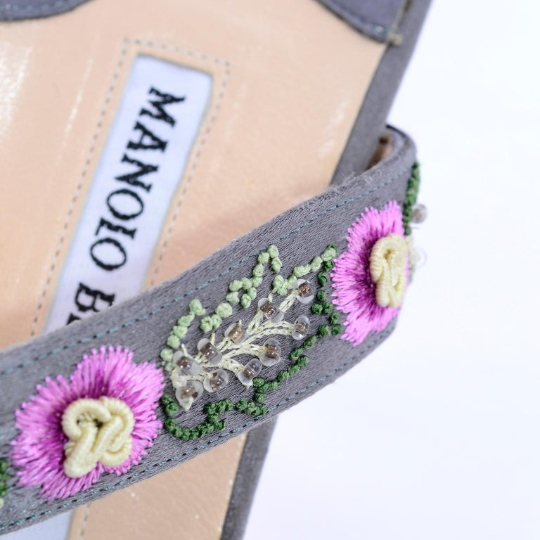Manolo Blahnik Vintage Open Toe Beaded Slide Sandals W Pink Embroidered Flowers  For Sale 2