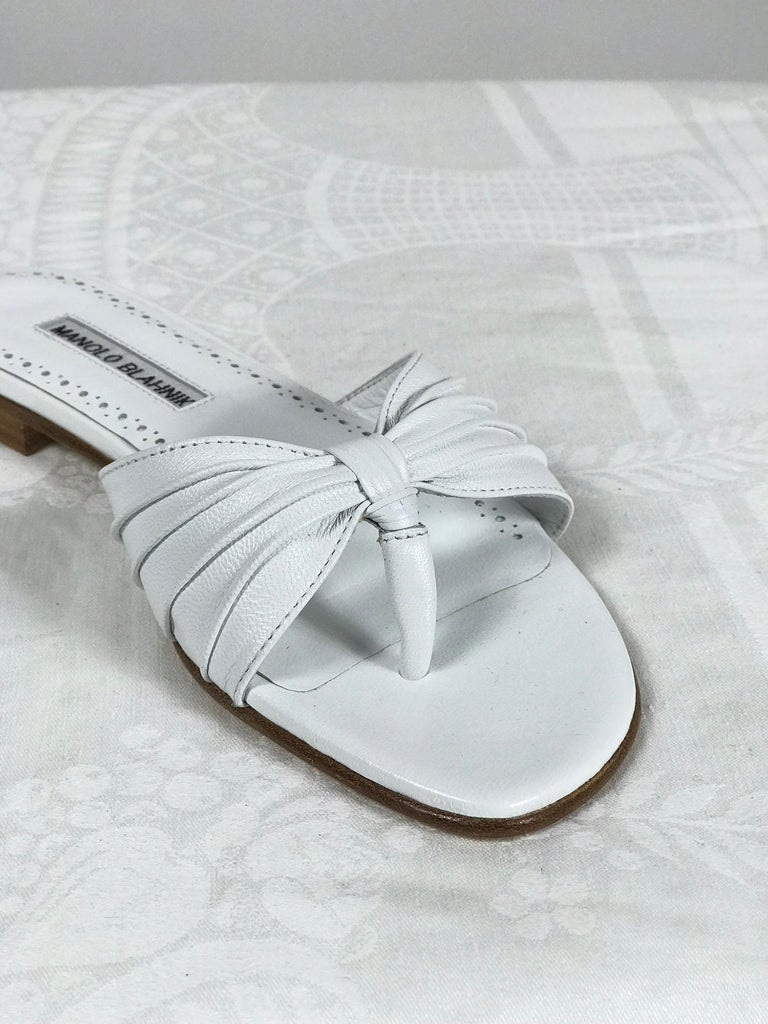 Manolo Blahnik White Leather Thong Sandals Unworn With Box, size 7 In Excellent Condition For Sale In West Palm Beach, FL