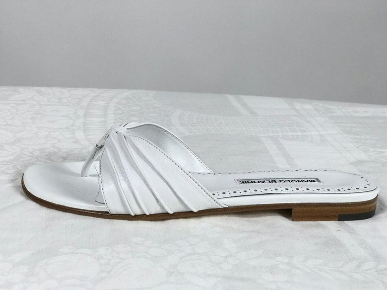 Women's Manolo Blahnik White Leather Thong Sandals Unworn With Box, size 7 For Sale