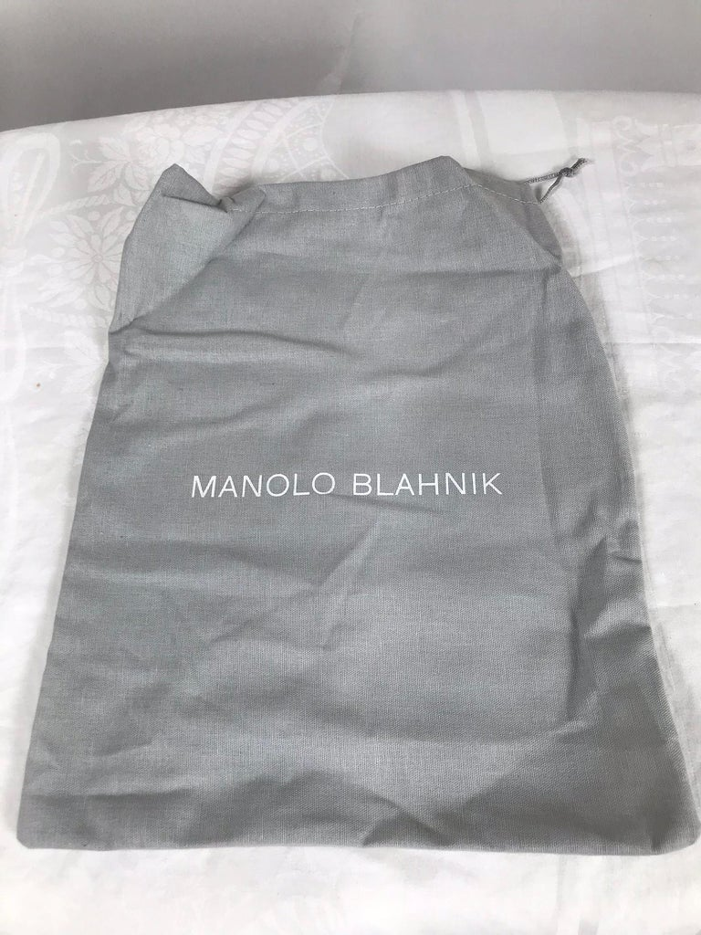 Manolo Blahnik White Leather Thong Sandals Unworn With Box, size 7 For Sale 3