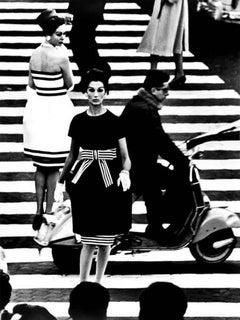 Nina + Simone, Piazza di Spagna, Rome, 1960 - Alvarez Bravo