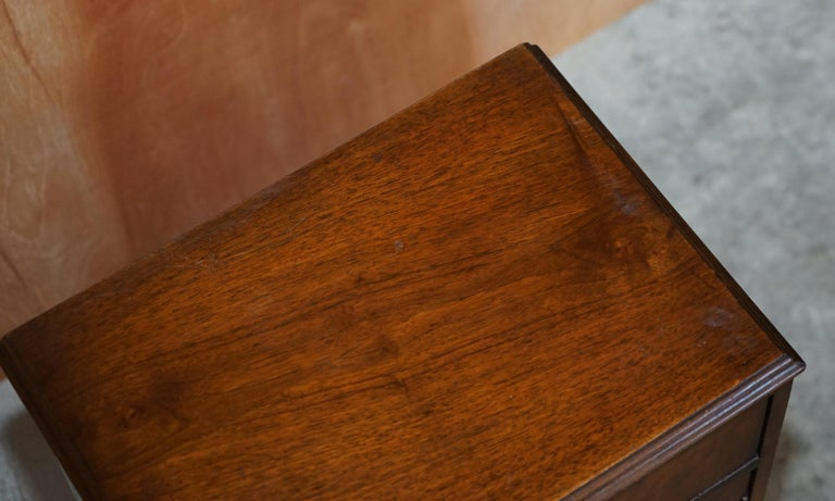 Maple & Co Burr Walnut Bedside or Side End Lamp Wine Table Part of a Large Suite For Sale 3