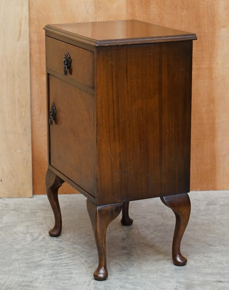 Maple & Co Burr Walnut Bedside or Side End Lamp Wine Table Part of a Large Suite For Sale 6