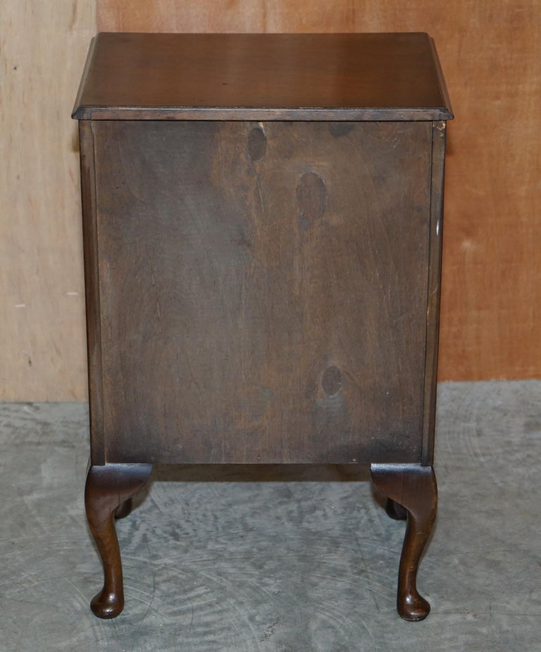 Maple & Co Burr Walnut Bedside or Side End Lamp Wine Table Part of a Large Suite For Sale 7