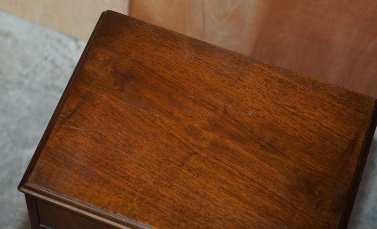Maple & Co Burr Walnut Bedside or Side End Lamp Wine Table Part of a Large Suite For Sale 2