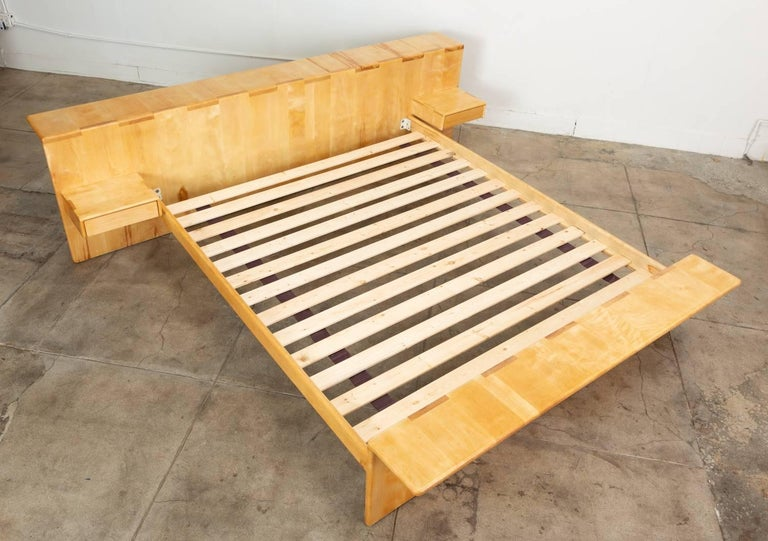 Maple Platform California King Bed With Floating