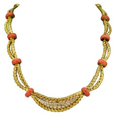 Mappin & Webb – 18 Karat Gold Ladies Necklace with Corals and Diamonds, 1977