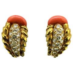 Mappin & Webb - 18 Karat Gold Ring Coral and Diamond, 1977