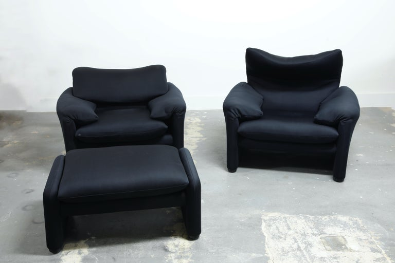Vico Magistretti's award-winning 1973 classic, the 'Maralunga' lounge chair for Cassina. This set of two chairs and single ottoman provides a comfortable deep seat with low armrests and has adjustable backrests which, when unfolded, create a high