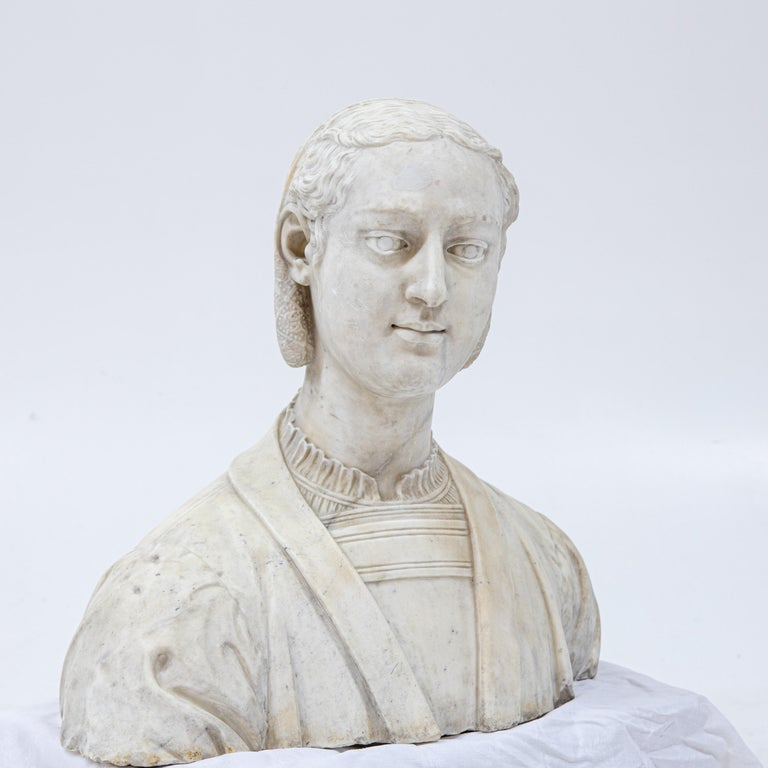Marble Bust of a Woman in Renaissance Style, Late 19th Century In Good Condition For Sale In Greding, DE
