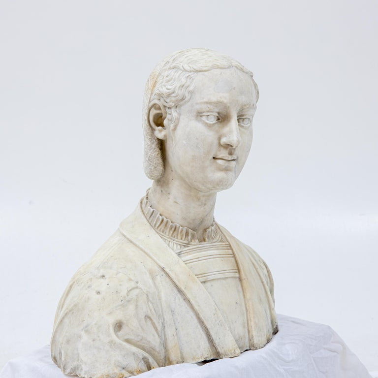 Marble Bust of a Woman in Renaissance Style, Late 19th Century For Sale 1