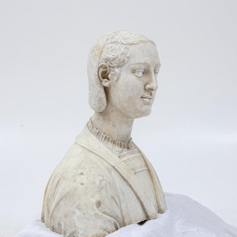 Marble Bust of a Woman in Renaissance Style, Late 19th Century For Sale 2