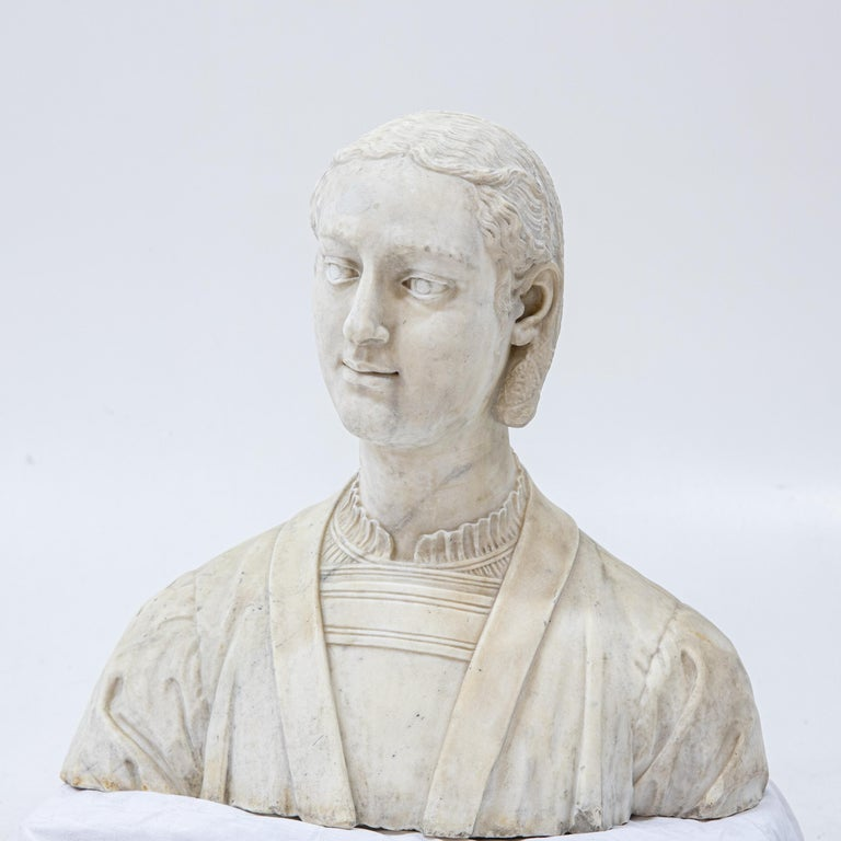 Marble Bust of a Woman in Renaissance Style, Late 19th Century For Sale 5