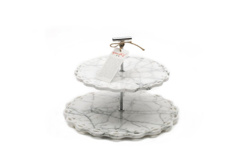 Marble Stand Cake with Lace Edge In New Condition For Sale In Carrara, IT