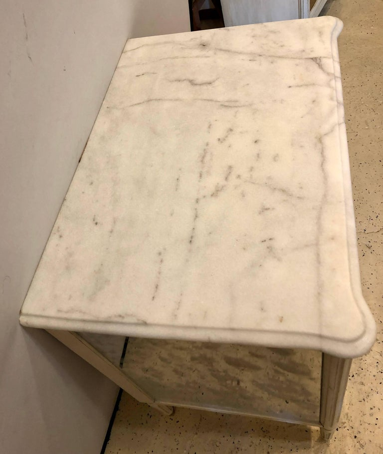 Mid-20th Century Marble-Top Hollywood Regency Decorated Commode Nightstand in Manner of Jansen For Sale