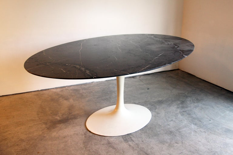 Marble-Top Oval Saarinen for Knoll Dining Table For Sale 1