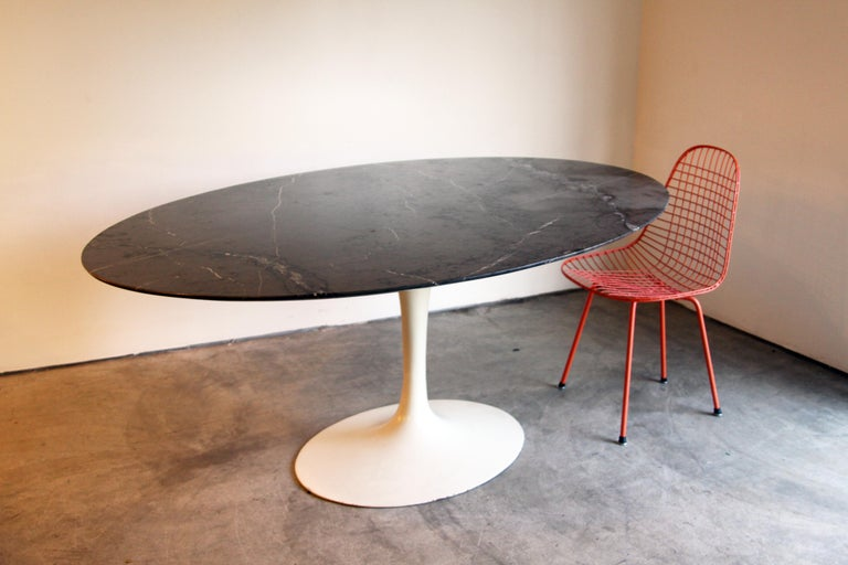 Marble-Top Oval Saarinen for Knoll Dining Table For Sale 2