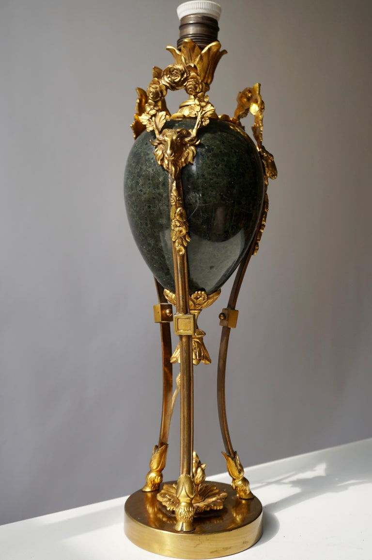 Marble Urn Form Lamp with Bronze Rams Heads and Ormolu In Good Condition For Sale In Antwerp, BE
