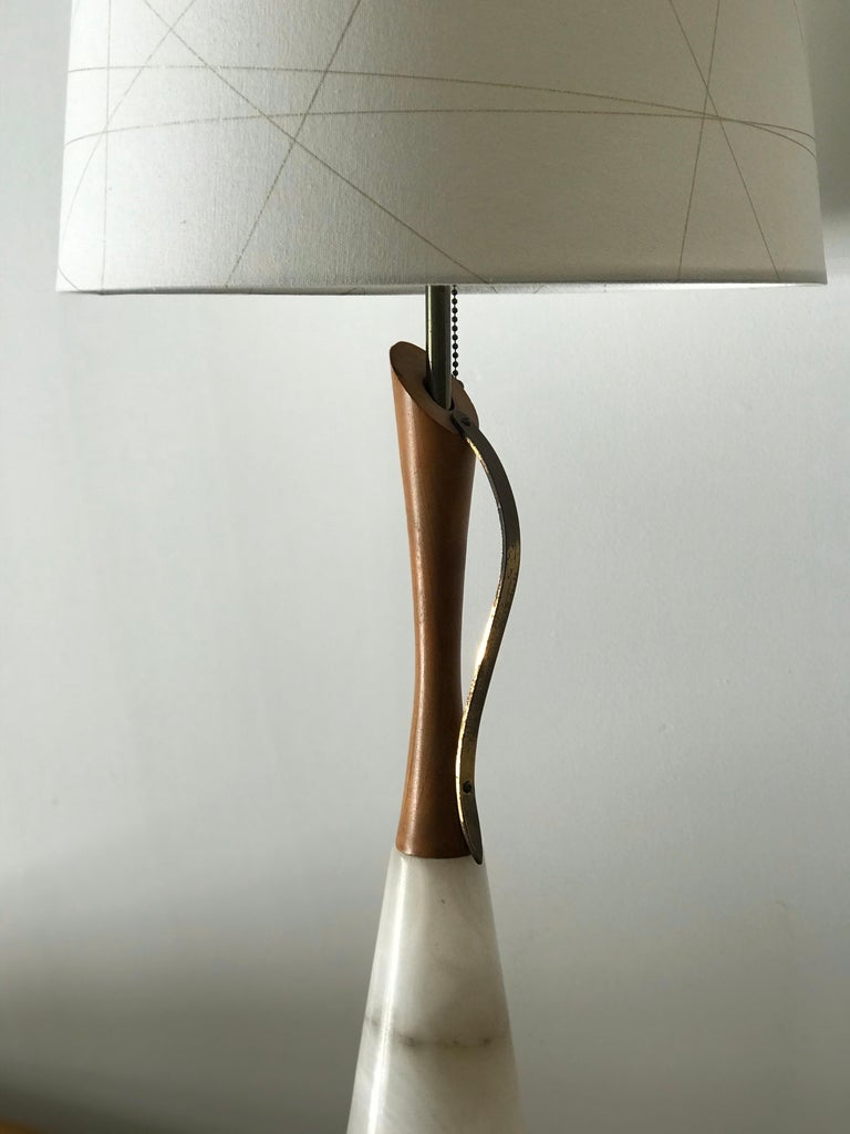Unknown Marble, Walnut, and Brass Mid-Century Modern Table Lamp For Sale