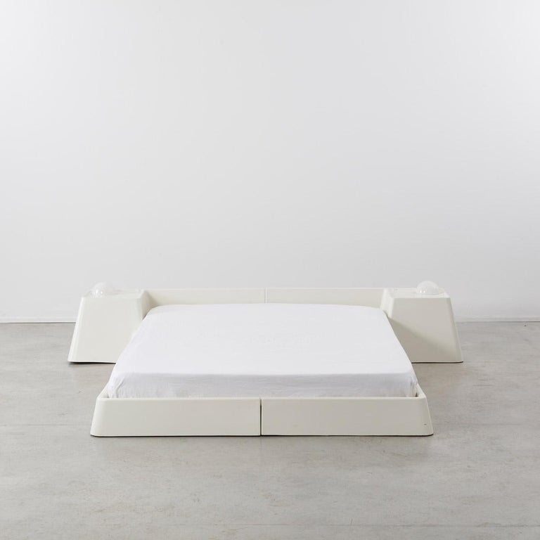 Marc Held Fiberglass Bed for Prisunic Editions, France, 1970s In Excellent Condition In London, GB