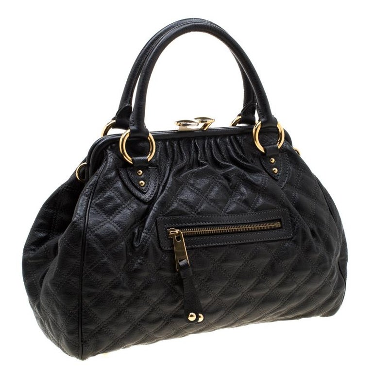 Marc Jacobs Black Quilted Leather Stam Shoulder Bag In Good Condition For Sale In Dubai, Al Qouz 2