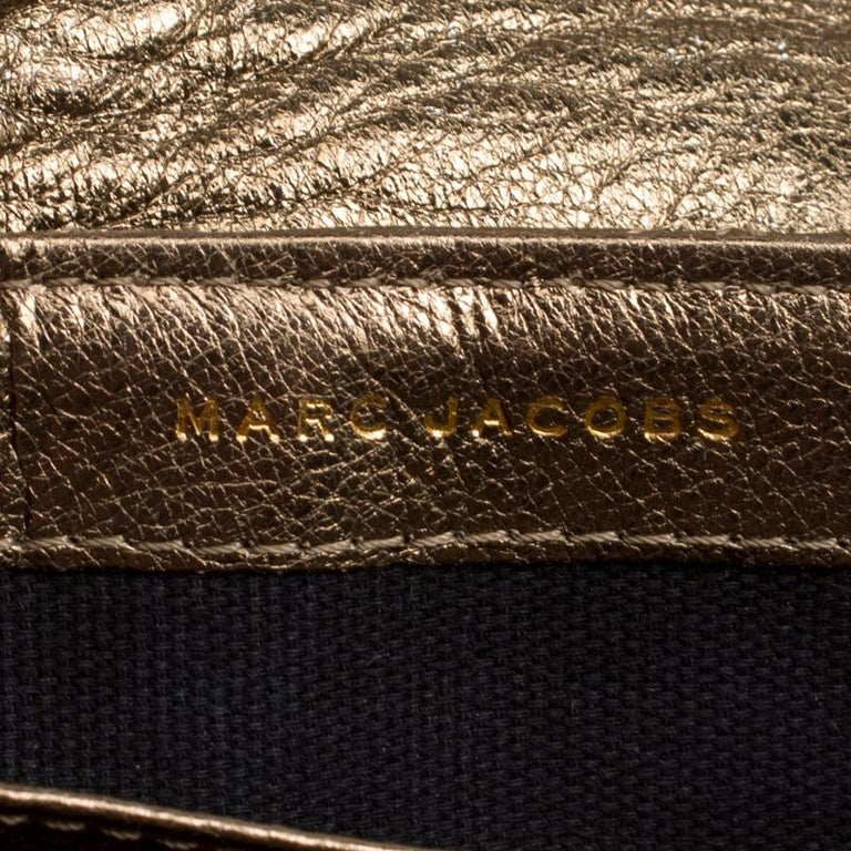 Marc Jacobs Bronze Quilted Leather Day To Night Single Crossbody Bag In Good Condition For Sale In Dubai, AE