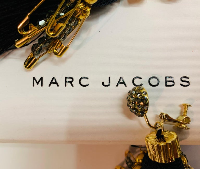 Marc Jacobs metal clip earrings and Swarovski crystals In Good Condition For Sale In Lugano, CH