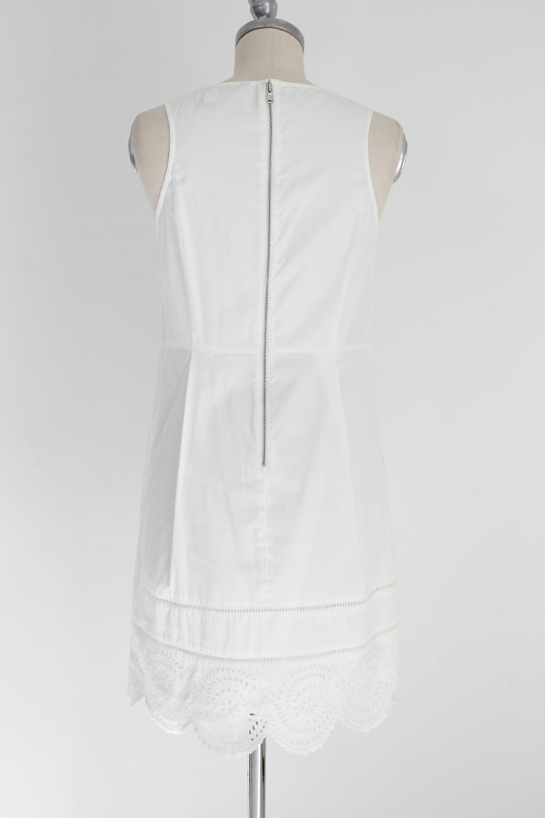 Marc by Marc Jacobs 2000s woman dress. Model marshmallow, in floral lace color white, 100% cotton. Inner lining. Excellent vintage condition.   Size: 40 It 6 Us 8 Uk  Shoulder: 40 cm Bust / Chest: 45 cm Length: 90 cm