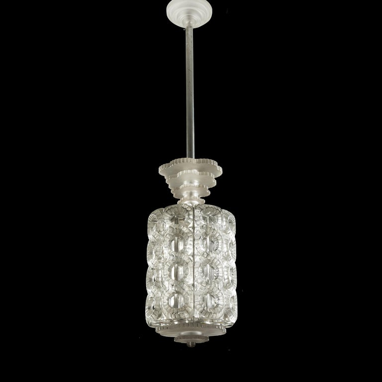 Marc Lalique (1900-1977) Seville. Marc Lalique(1900-1977) Seville, the model created around 1948 Important suspension with eight elements. Crystal test molded-pressed and, in part, satin. The metal frame. Complete with its bail, and its low