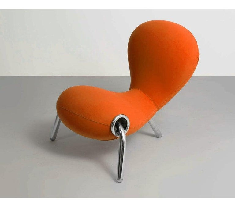 Designed by Marc Newson, the Embryo chair has three legs and a chromed steel structure padded with molded polyurethane foam. The fixed bi-elastic fabric cover is available in white, black, orange, yellow and turquoise.   Structure: Metal and