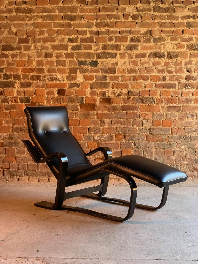 British Marcel Breuer Long Chair Chaise Lounge Attr. to Isokon, c 1970 Bauhaus Midcent For Sale