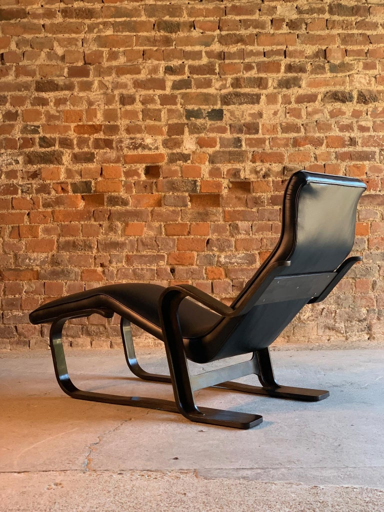 Marcel Breuer Long Chair Chaise Lounge Attr. to Isokon, c 1970 Bauhaus Midcent For Sale 1