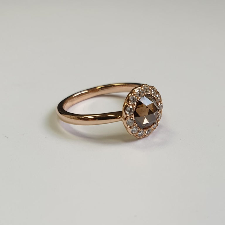 0.95 Carat Fancy Brown Rose Cut Diamond Halo Ring in 18 Karat Rose Gold In New Condition For Sale In London, London