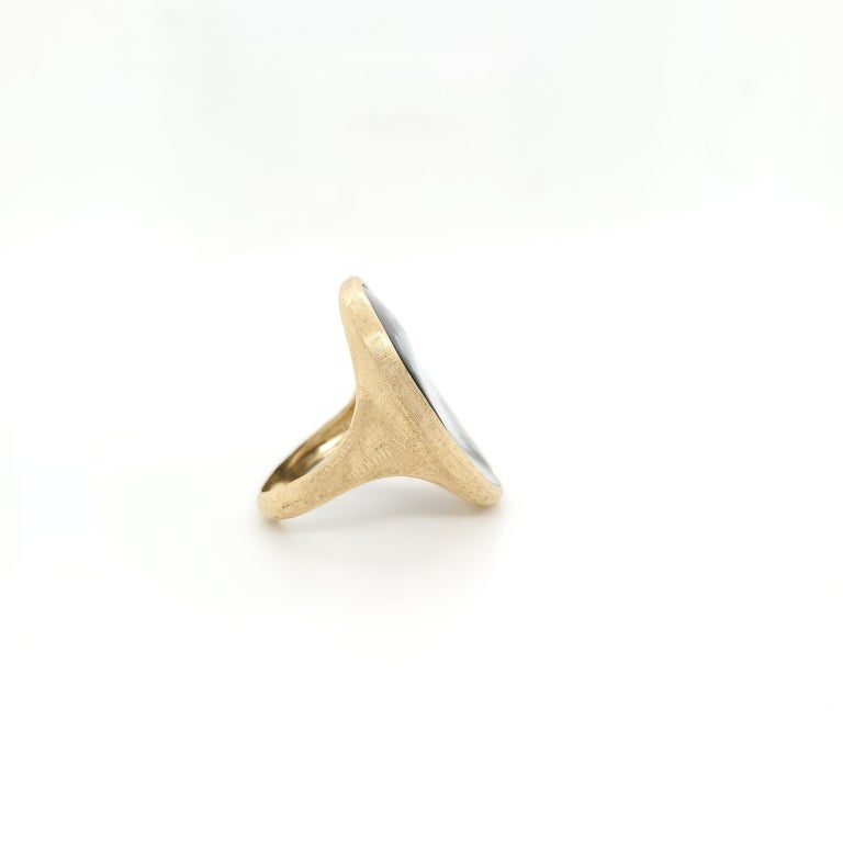 Marco Bicego Lunaria Gold Black Mother of Pearl Ring In Excellent Condition For Sale In New York, NY