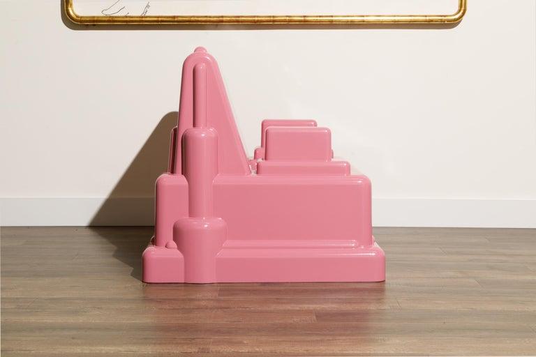 Marco Zanini 'Roma' Fiberglass Throne Chair for Memphis Milano, Italy, c. 1986 In Excellent Condition For Sale In Los Angeles, CA