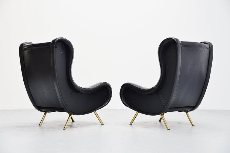 Fantastic iconic lounge chair pair designed by world known designer Marco Zanuso and manufactured by Arflex, Italy 1951. These two lounge chairs have their original leather upholstery which is quite rare for these chairs. The condition of the