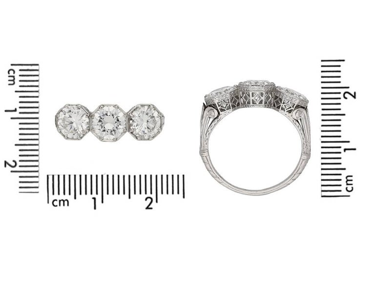 Marcus & Co Three-Stone Diamond Ring In Good Condition For Sale In London, GB