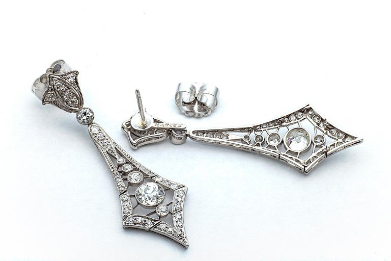 Marcus & Co. Art Deco Diamond Platinum Pendant Earrings In Excellent Condition For Sale In Greenwich, CT