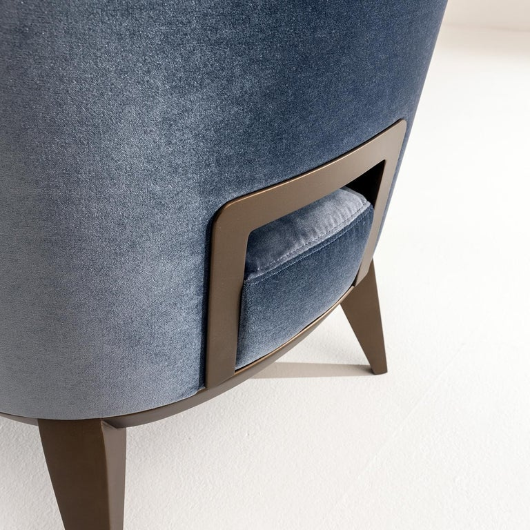 Featuring a distinctive handle carved in the back, the Margaret Armchair by Cesare Arosio has a natural wood structure, which may be lacquered and is padded and upholstered in leather, fabric or velvet. Extremely comfortable, the integrated handle