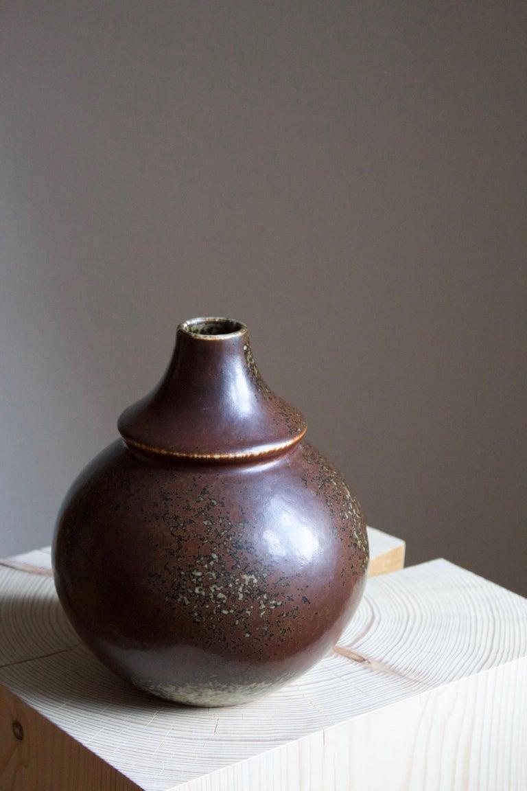 Margot Öjemark Wiijk, Freeform Vase, Glazed Stoneware, Rörstrand, Sweden, 1960s In Good Condition For Sale In West Palm Beach, FL