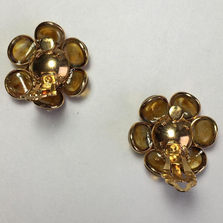 MARGUERITE DE VALOIS Clip-on Earrings In New Condition For Sale In Paris, FR