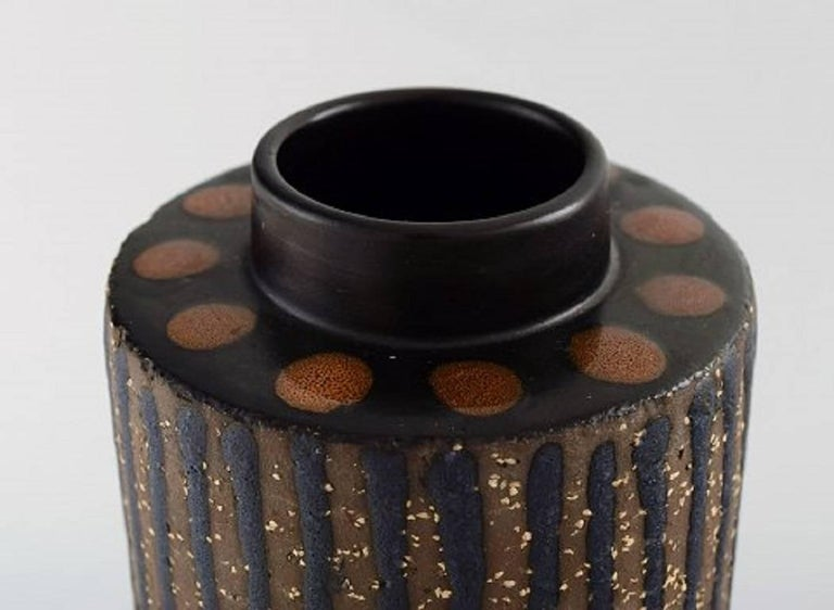 Mari Simmulson for Upsala-Ekeby ceramic vase. In perfect condition. 1960s. Measures 19 x 11 cm. Stamped.